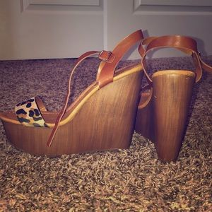 Breckelle's wedges with cheetah print strap size 7
